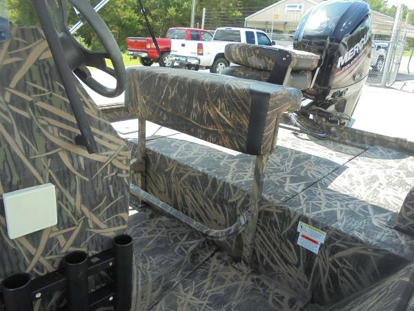 2016 Lowe boat for sale, model of the boat is Roughneck 1860 CC & Image # 15 of 23
