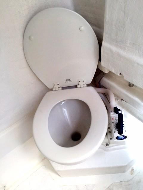 Toilet and basin in Console unit