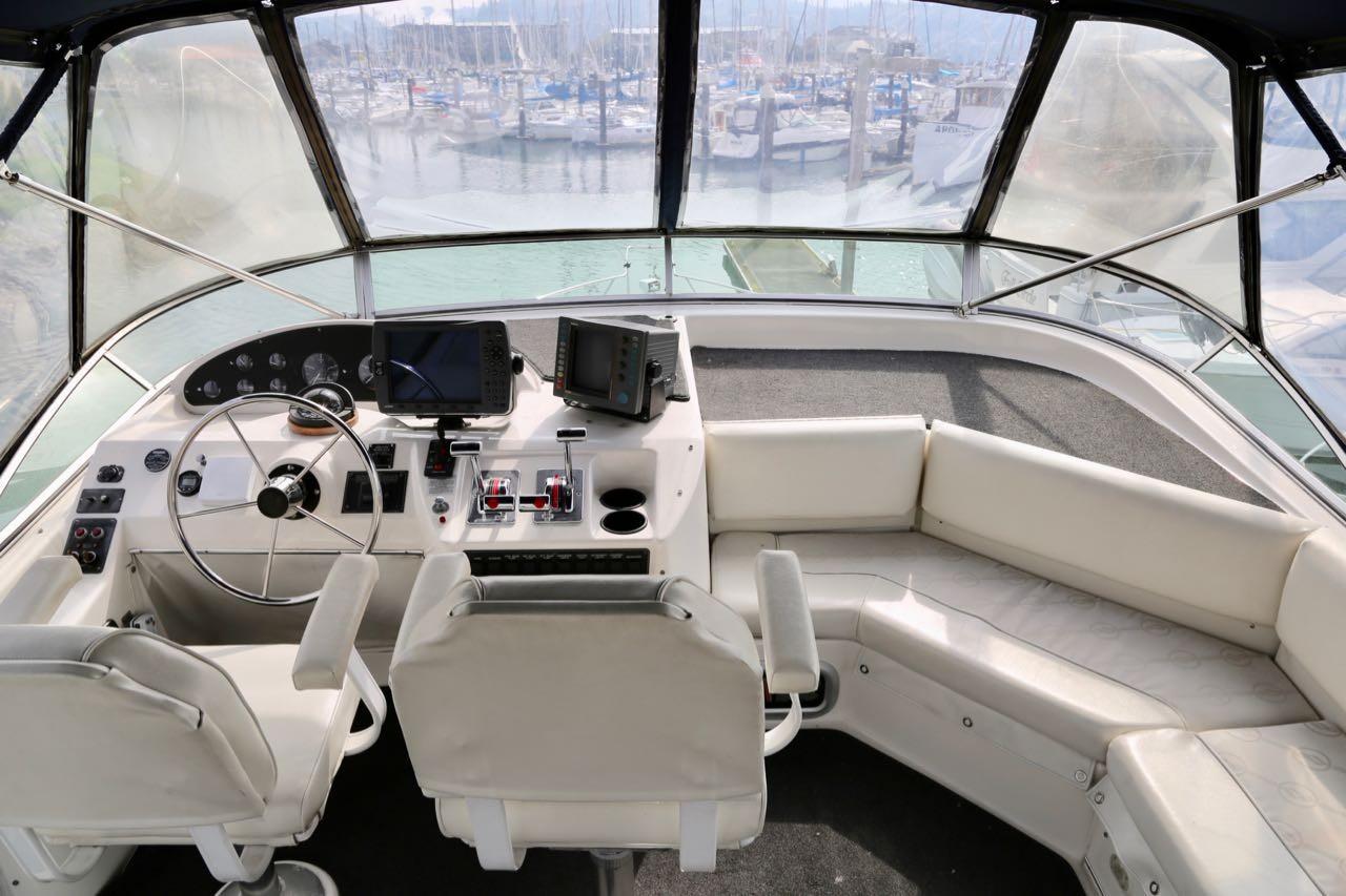 1998 Bayliner 3988 Command Bridge Motoryacht