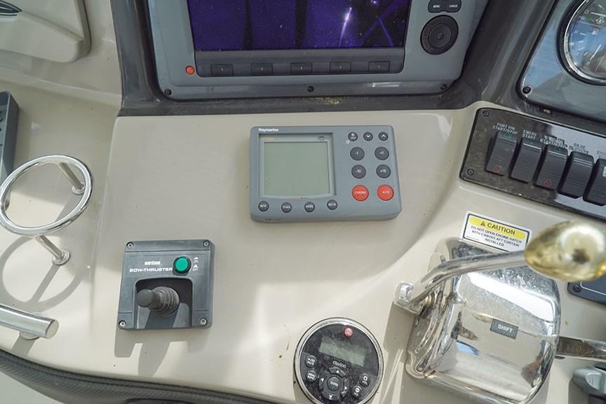 Sea Ray 420 Sundancer - Bow Thruster, Auto-Pilot, Stereo Remote