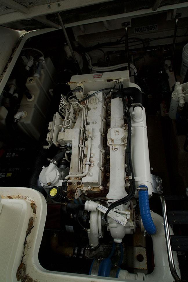 Sea Ray 420 Sundancer - Starboard Engine