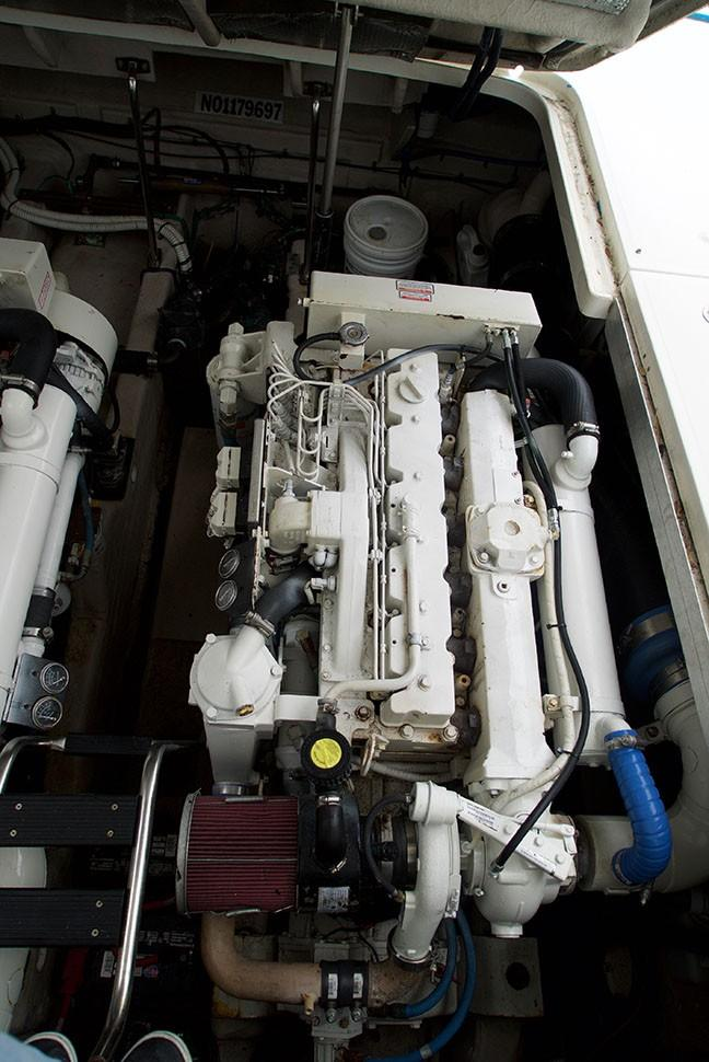 Sea Ray 420 Sundancer - Port Engine