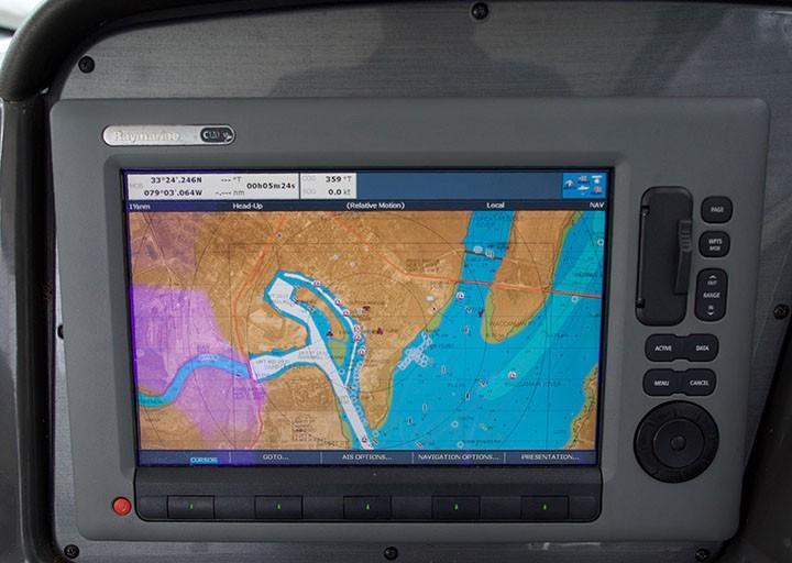 Sea Ray 420 Sundancer - Raymarine GPS/Chartplotter