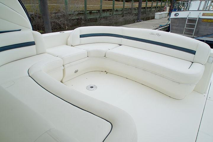 Sea Ray 420 Sundancer - Aft U-Seating