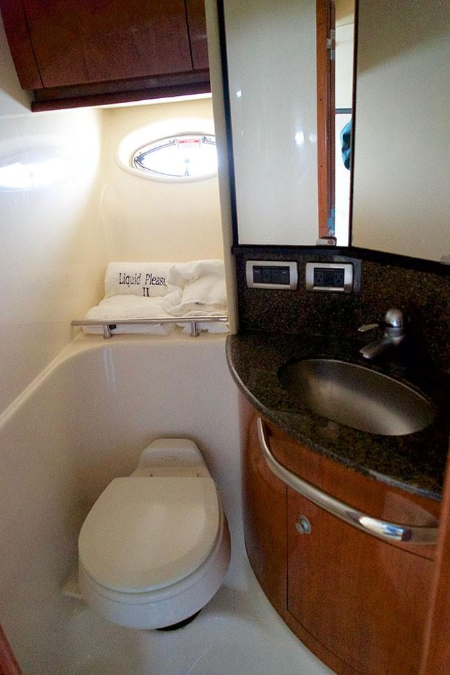 Sea Ray 420 Sundancer - Master Stateroom Head 2