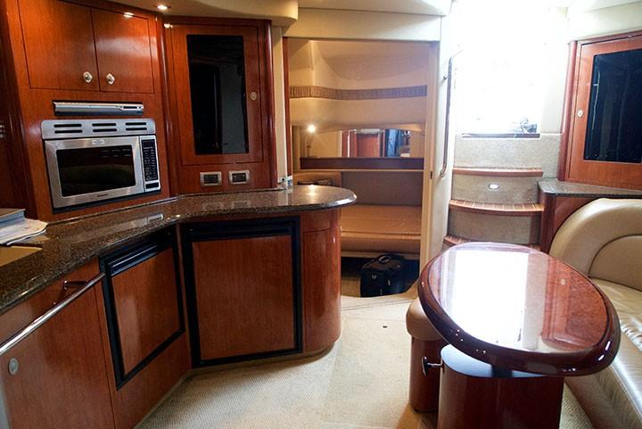 Sea Ray 420 Sundancer - Galley, mid-cabin, Salon Looking Aft
