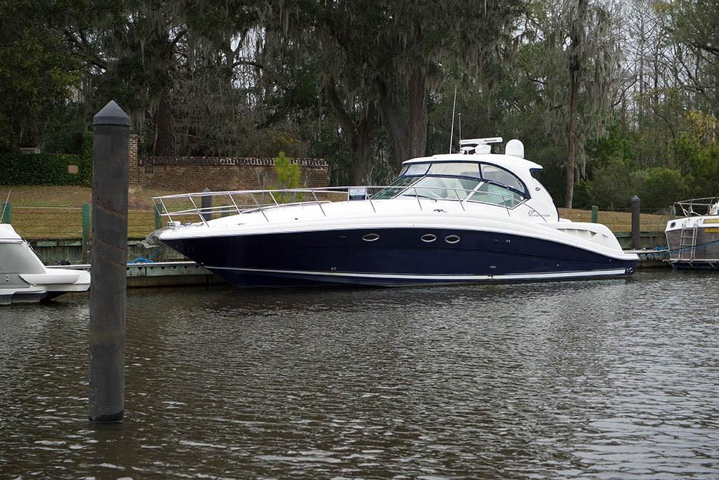 Sea Ray 420 Sundancer - Portside Profile