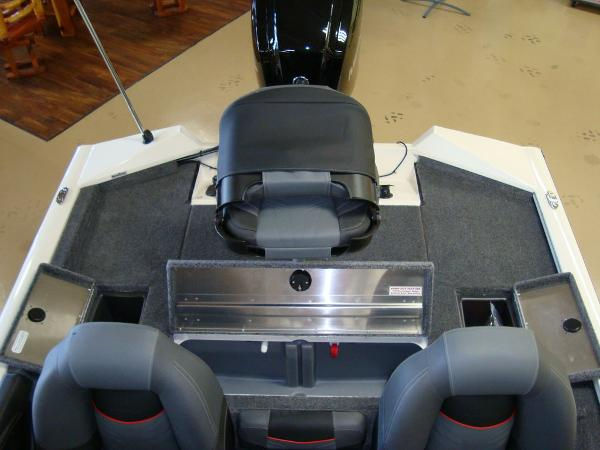 2021 Tracker Boats boat for sale, model of the boat is Pro Team 175 TXW® Tournament Ed. & Image # 3 of 16