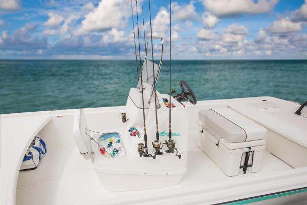 2017 Mako boat for sale, model of the boat is Pro Skiff 19 CC & Image # 8 of 33
