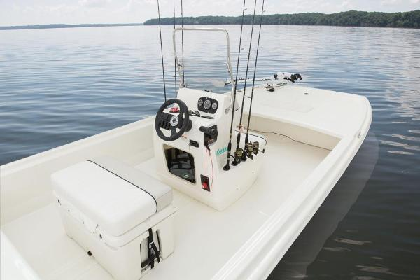 2017 Mako boat for sale, model of the boat is Pro Skiff 19 CC & Image # 11 of 33