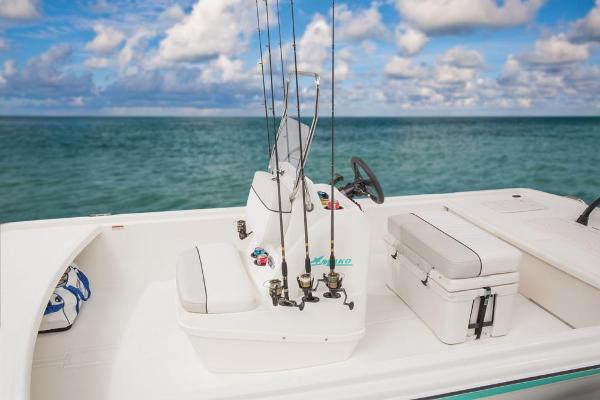 2017 Mako boat for sale, model of the boat is Pro Skiff 19 CC & Image # 13 of 33