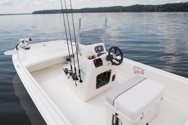 2017 Mako boat for sale, model of the boat is Pro Skiff 19 CC & Image # 26 of 33