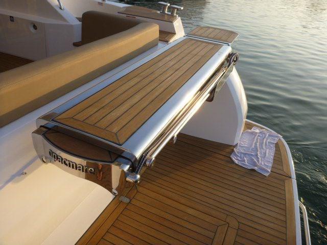 Sealine T50 Swimming platform