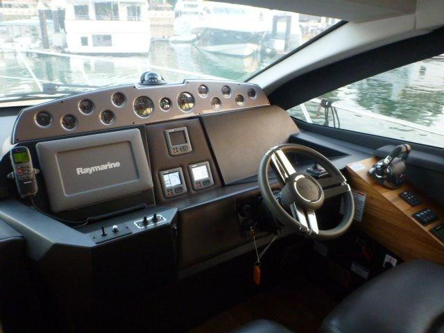 Sealine T50 Helm station