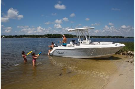2021 Robalo boat for sale, model of the boat is 222 EXPLORER & Image # 1 of 4
