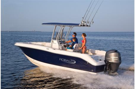 2021 Robalo boat for sale, model of the boat is R200 & Image # 18 of 20