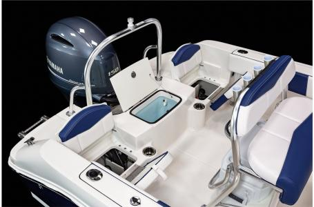 2021 Robalo boat for sale, model of the boat is R180 & Image # 15 of 23