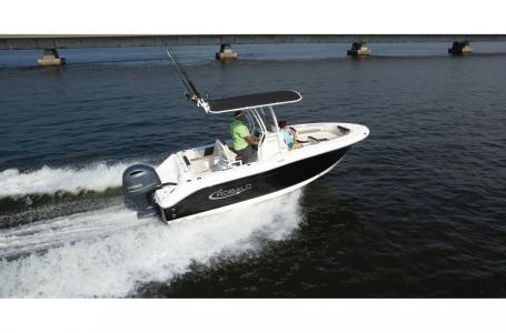 2021 Robalo boat for sale, model of the boat is 202 EXPLORER & Image # 2 of 4