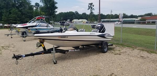 2010 Triton boat for sale, model of the boat is EXPLORER 17 & Image # 1 of 5