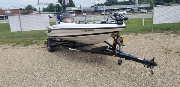 2010 Triton boat for sale, model of the boat is EXPLORER 17 & Image # 2 of 5