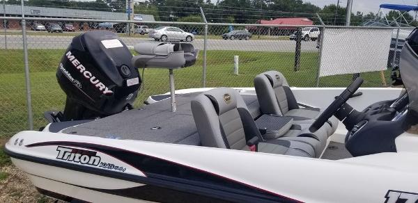 2010 Triton boat for sale, model of the boat is EXPLORER 17 & Image # 4 of 5
