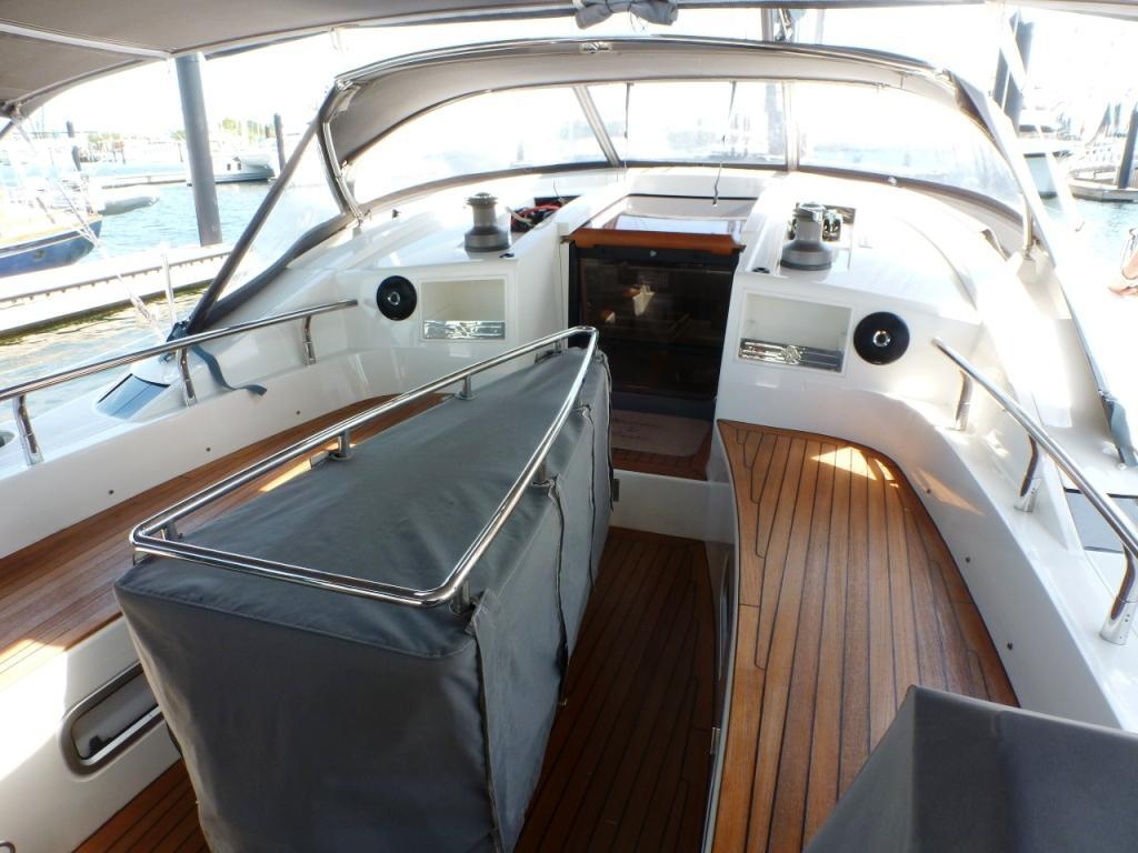 Cockpit table has a safe handhold