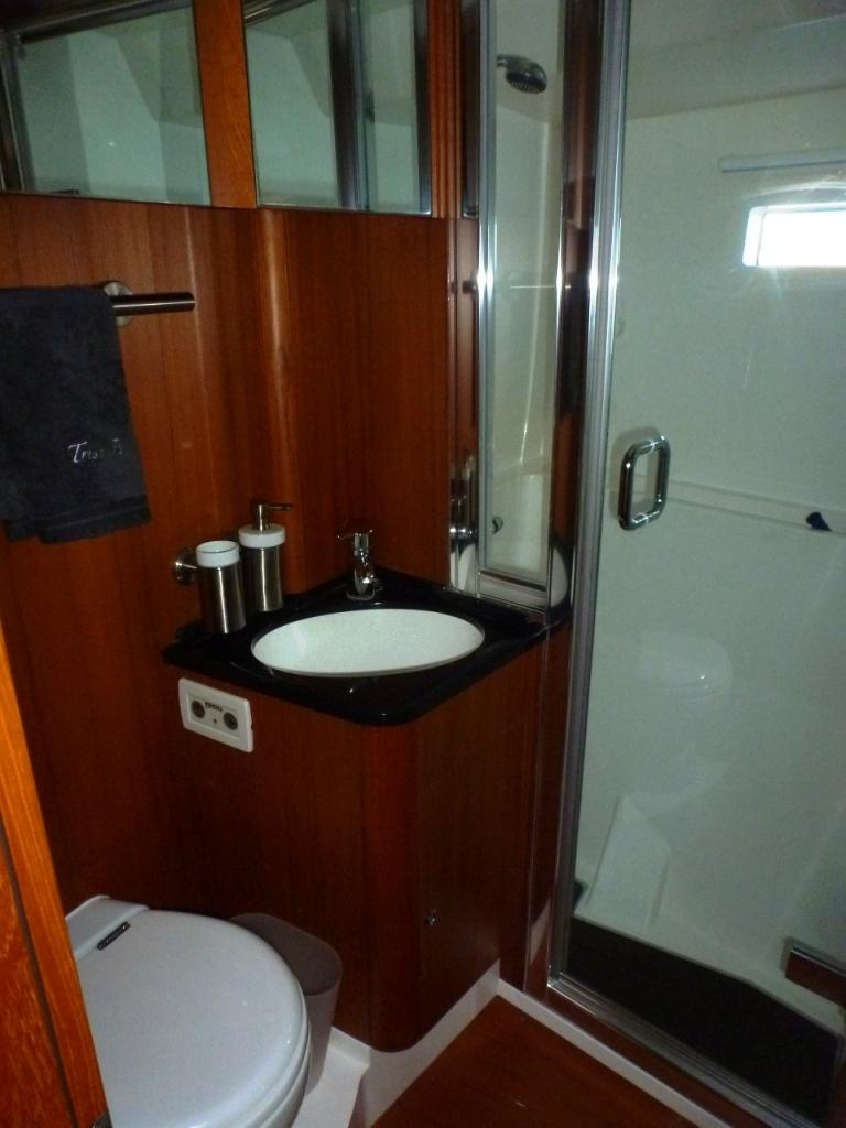 Guest head with separate shower
