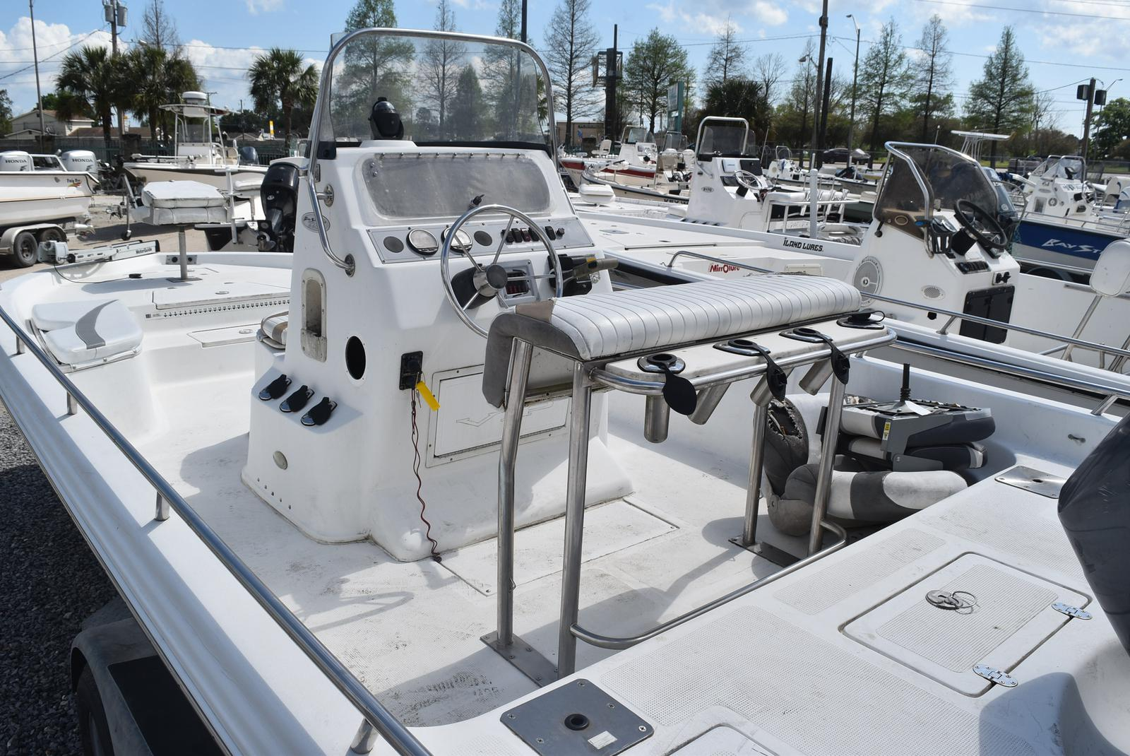2002 Bay Stealth boat for sale, model of the boat is 2230 Bay & Image # 3 of 6
