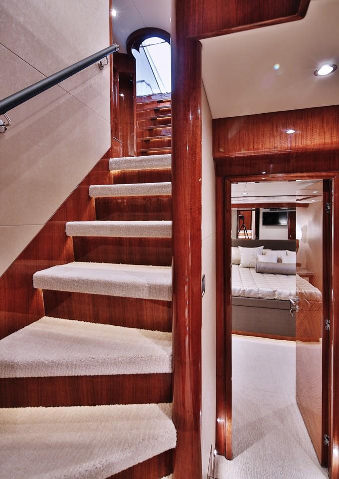 Lower accommodation foyer