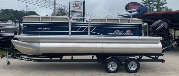 2021 Sun Tracker boat for sale, model of the boat is PARTY BARGE® 20 DLX & Image # 1 of 7