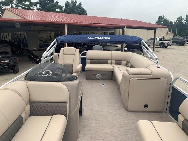 2021 Sun Tracker boat for sale, model of the boat is PARTY BARGE® 20 DLX & Image # 2 of 7