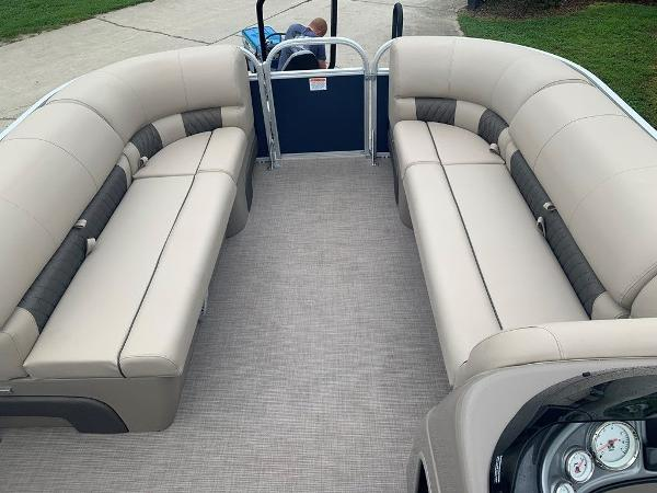 2021 Sun Tracker boat for sale, model of the boat is PARTY BARGE® 20 DLX & Image # 5 of 7