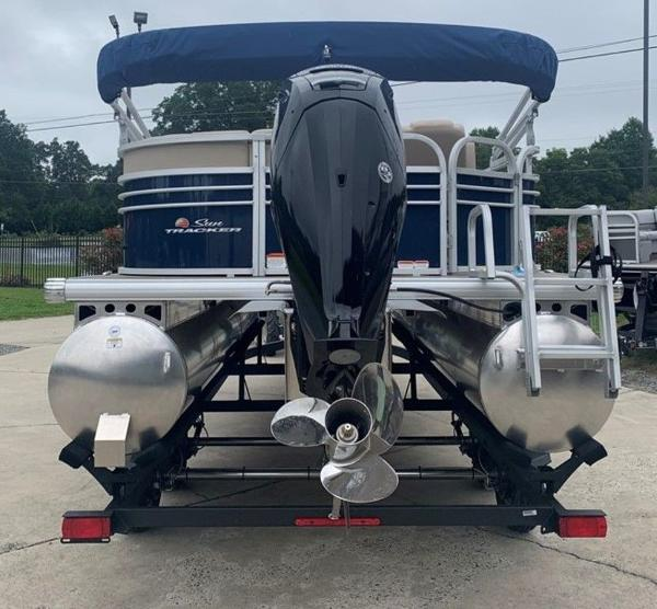 2021 Sun Tracker boat for sale, model of the boat is PARTY BARGE® 20 DLX & Image # 6 of 7