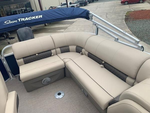 2021 Sun Tracker boat for sale, model of the boat is PARTY BARGE® 20 DLX & Image # 7 of 7