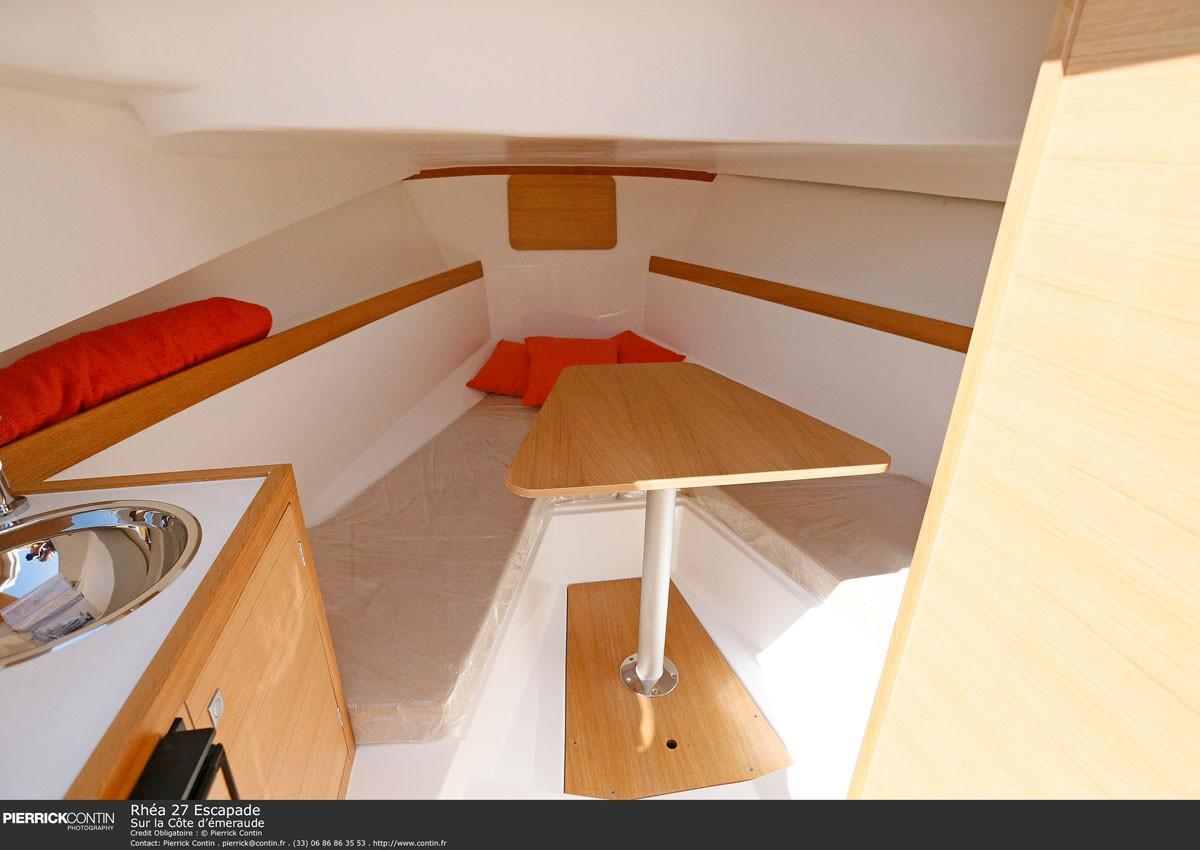 Rhea Marine Open 27 Escapade cabin