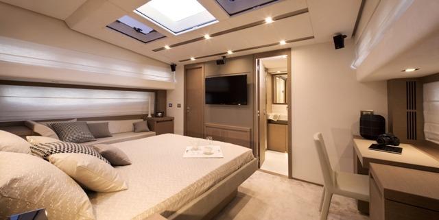 helloPrestige 750 Owner's cabin