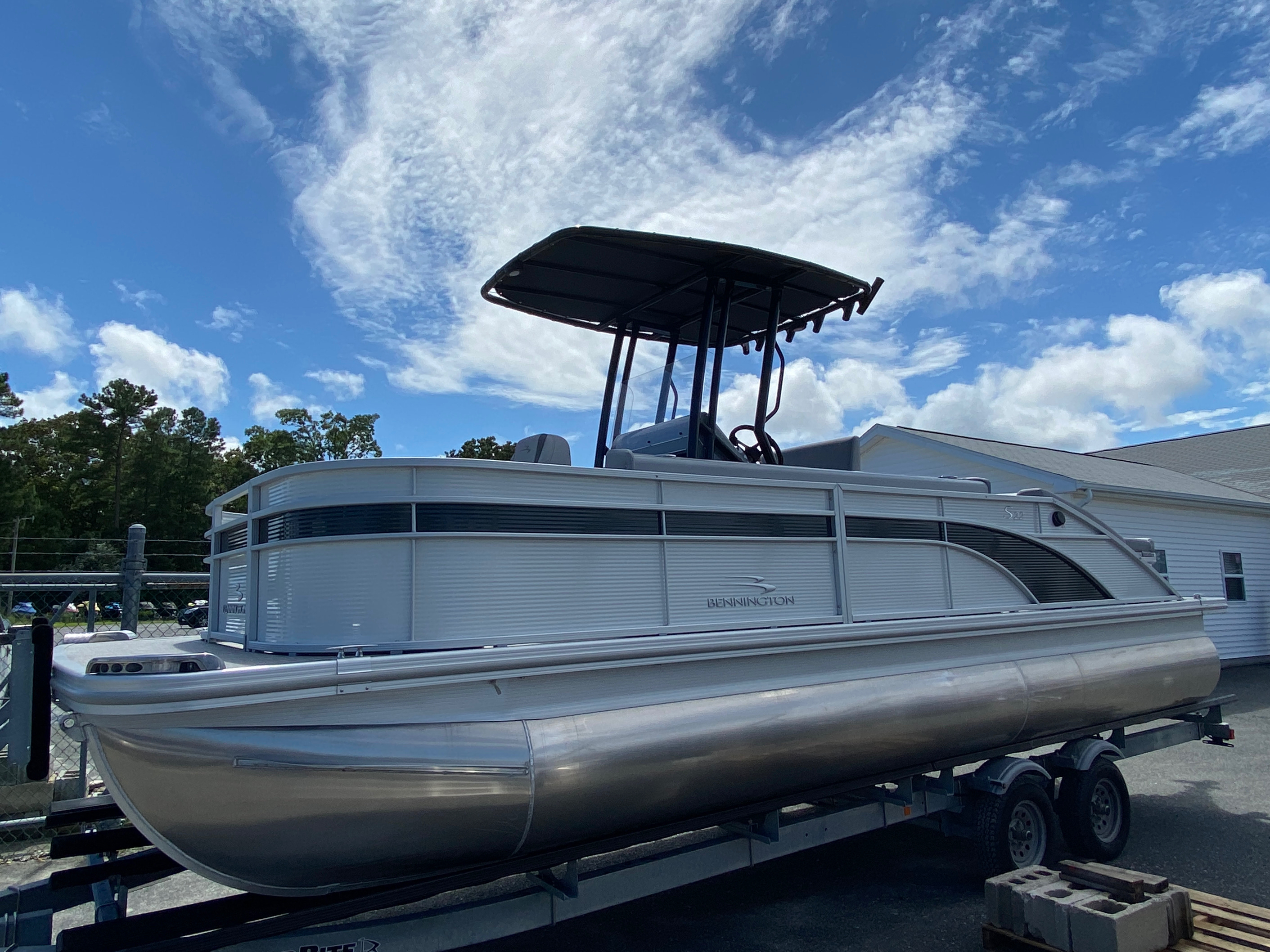 2020 Bennington boat for sale, model of the boat is 23 SCCTTX Center Console Tri-Toon & Image # 1 of 12