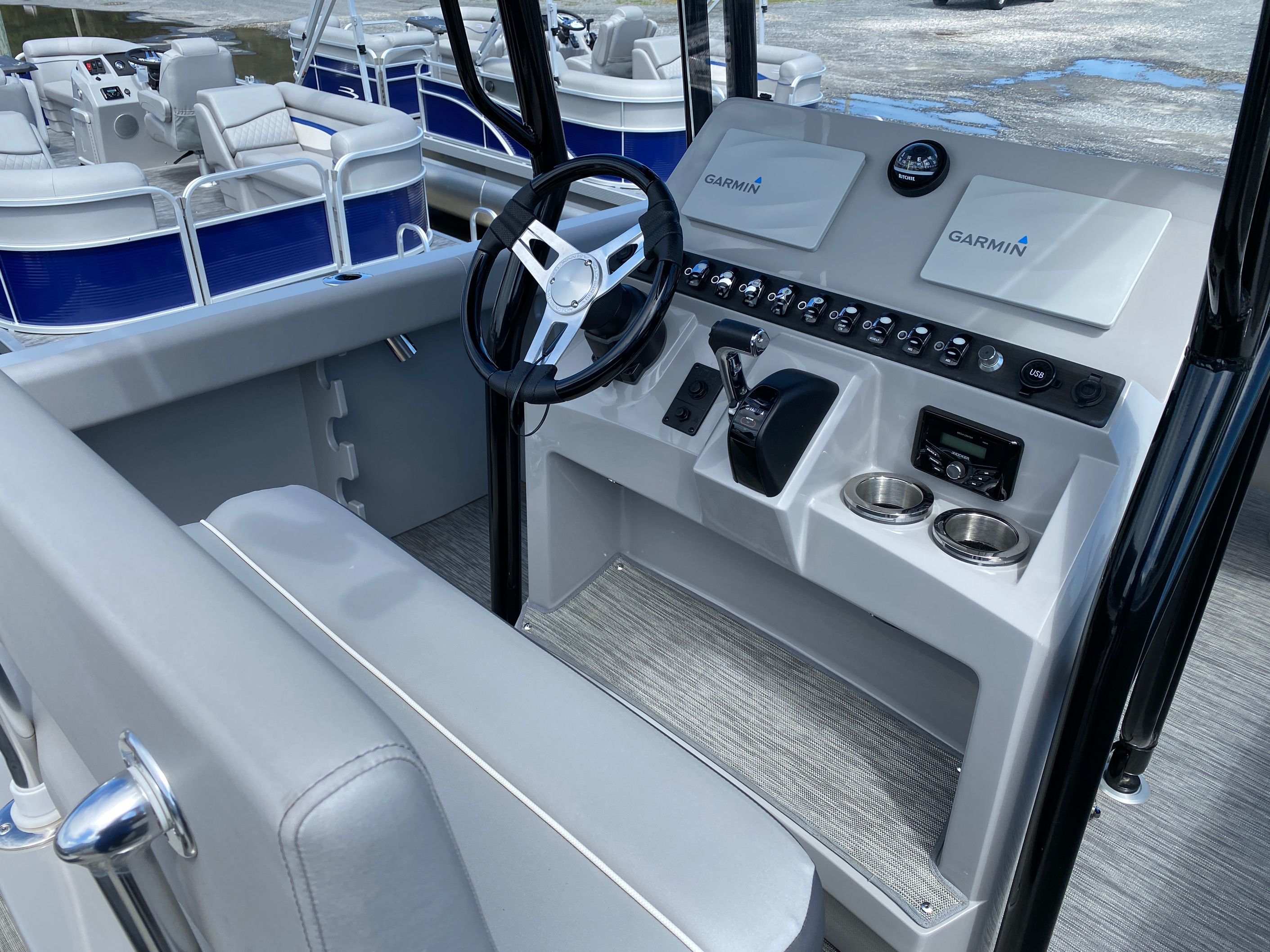 2020 Bennington boat for sale, model of the boat is 23 SCCTTX Center Console Tri-Toon & Image # 3 of 12