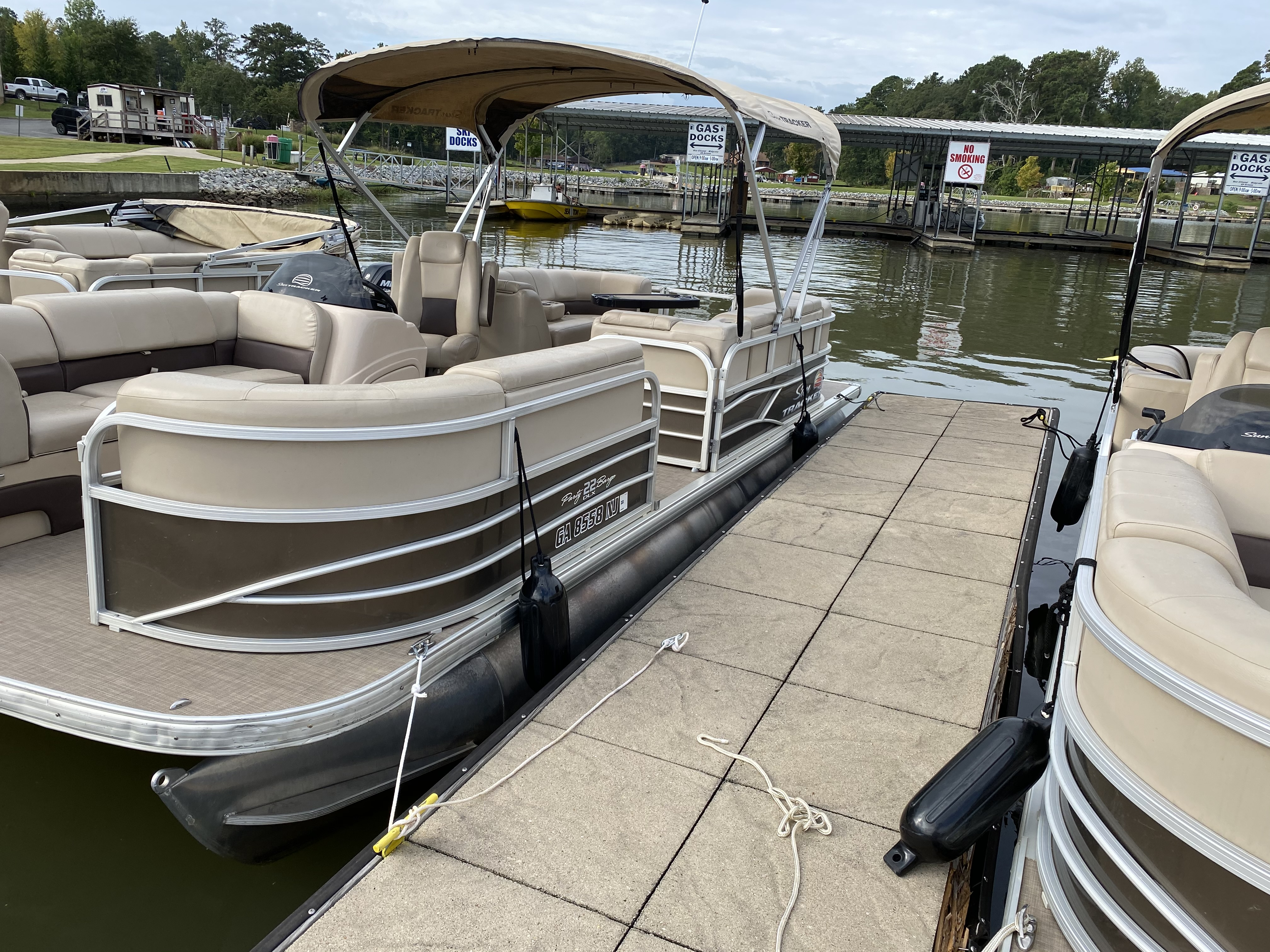 2019 Sun Tracker boat for sale, model of the boat is PARTY BARGE 22 w/ Mercury 115 ELPT 4S & Image # 14 of 26