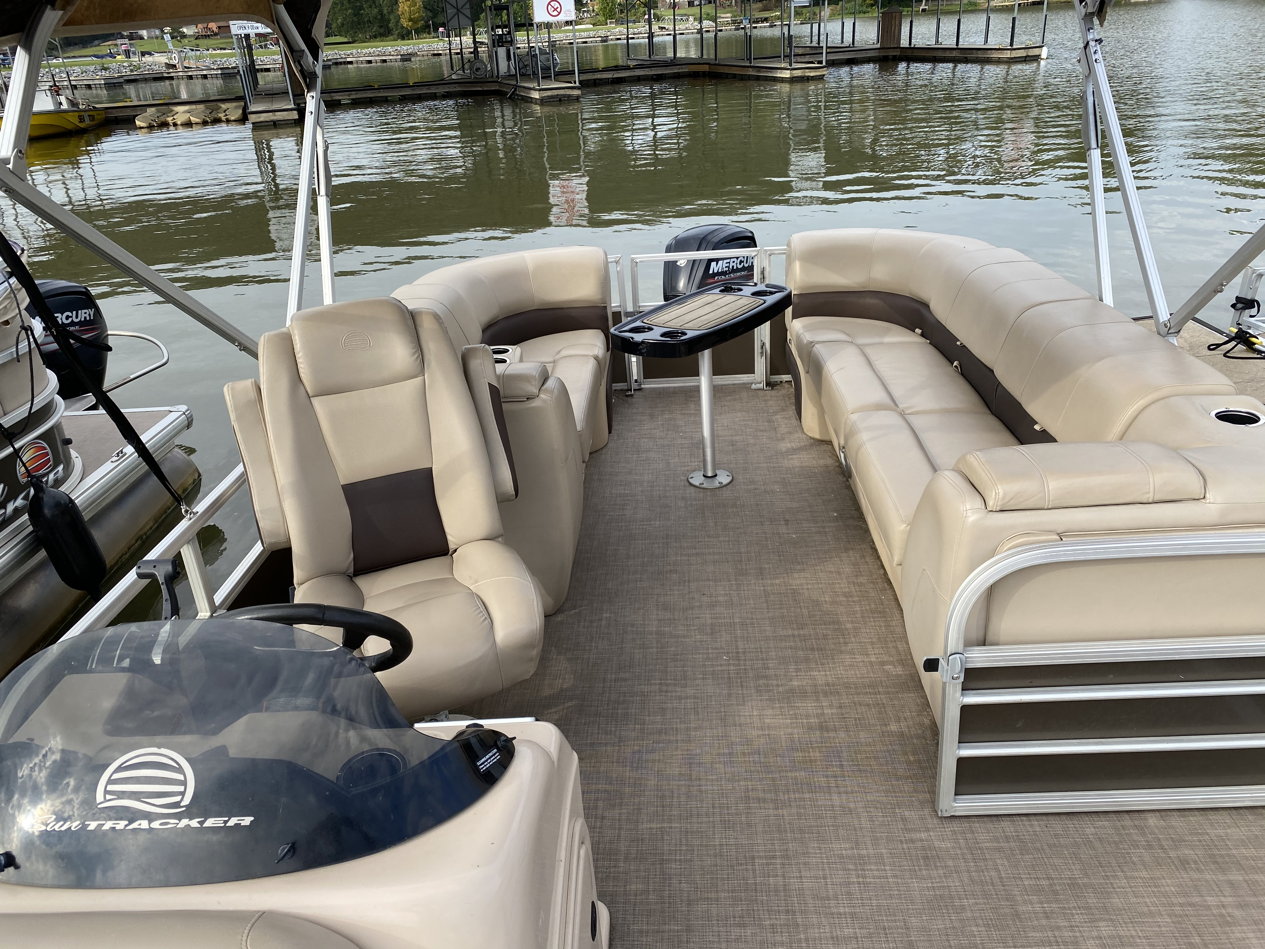 2019 Sun Tracker boat for sale, model of the boat is PARTY BARGE 22 w/ Mercury 115 ELPT 4S & Image # 25 of 26