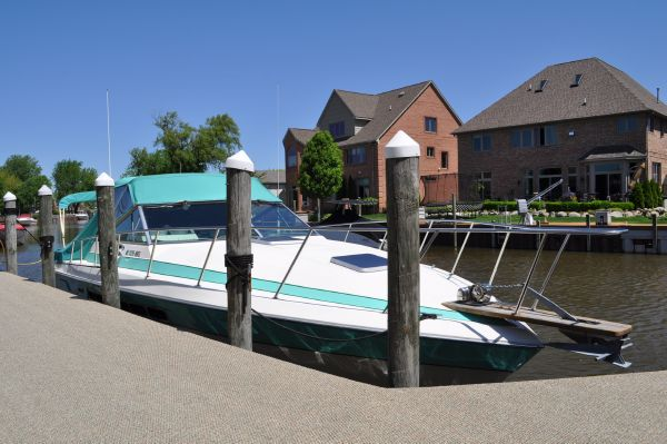 33' Chris Craft 332 Express