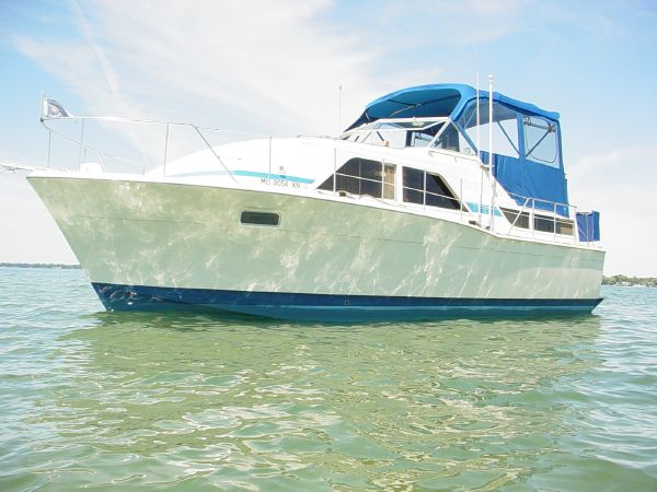 Chris-Craft 350 Catalina Motor Yachts. Listing Number: M-3701000