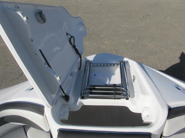 2020 Yamaha boat for sale, model of the boat is 242 Limited S E-Series & Image # 13 of 43