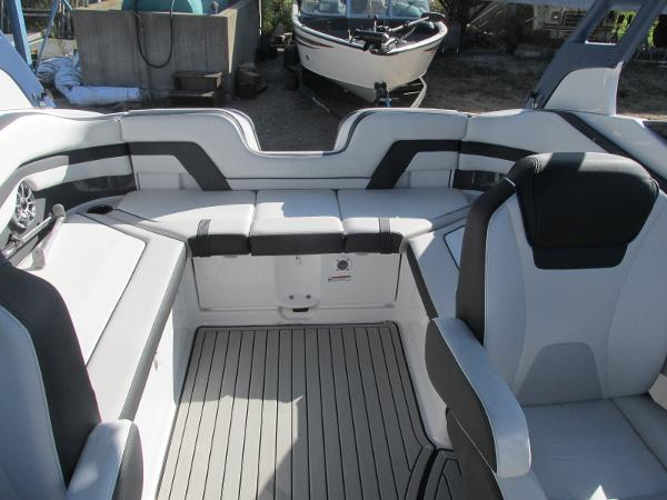 2020 Yamaha boat for sale, model of the boat is 242 Limited S E-Series & Image # 18 of 43