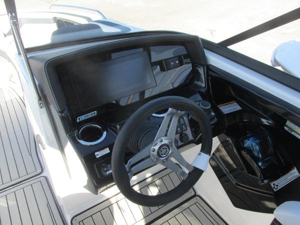 2020 Yamaha boat for sale, model of the boat is 242 Limited S E-Series & Image # 35 of 43
