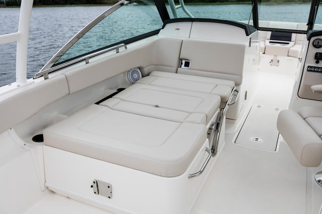 2019 Boston Whaler 270 Vantage
