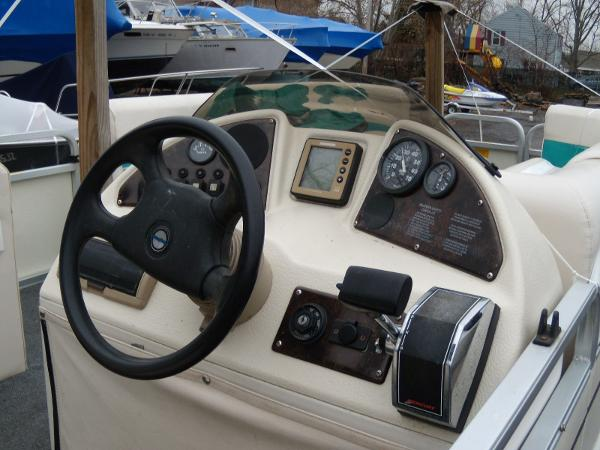 2002 Playbuoy boat for sale, model of the boat is Windjammer - 22' & Image # 5 of 9