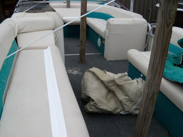 2002 Playbuoy boat for sale, model of the boat is Windjammer - 22' & Image # 6 of 9