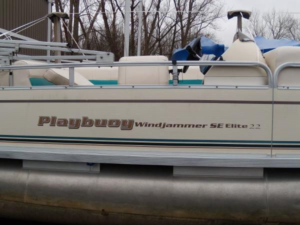 2002 Playbuoy boat for sale, model of the boat is Windjammer - 22' & Image # 8 of 9