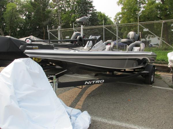 2021 Nitro boat for sale, model of the boat is Z18 & Image # 3 of 26